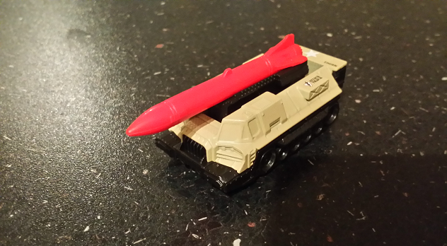 [German] Rollenspielzeug: Attack Track – aus dem Spielzeugregal an den Spieltisch