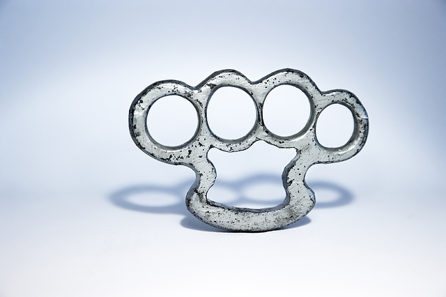 Brass Knuckles of Crüss – a magic item for Freeya/D&D